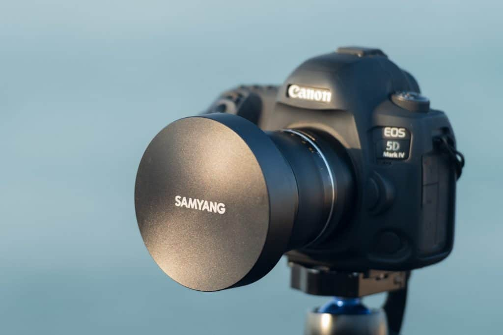 Dit is de metalen lensdop van het Samyang 10mm objectief