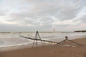 2 Leostatieven gericht op de zee, waarvan 1 in zijn bijna volle breedte uitstaat