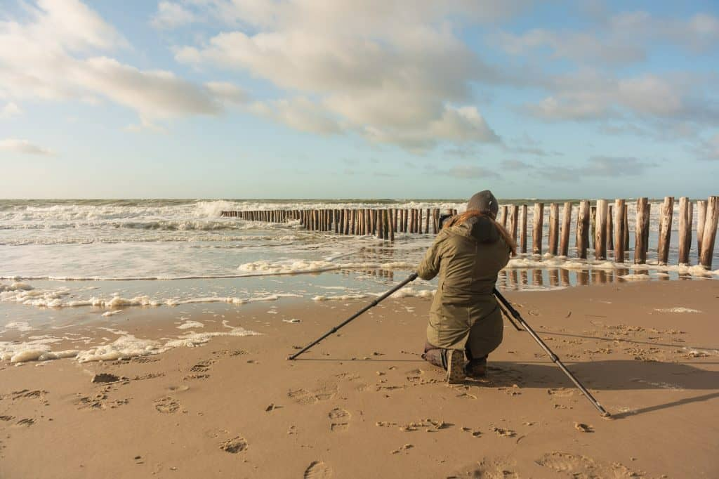 Mooie foto van een opkomende ruige zee