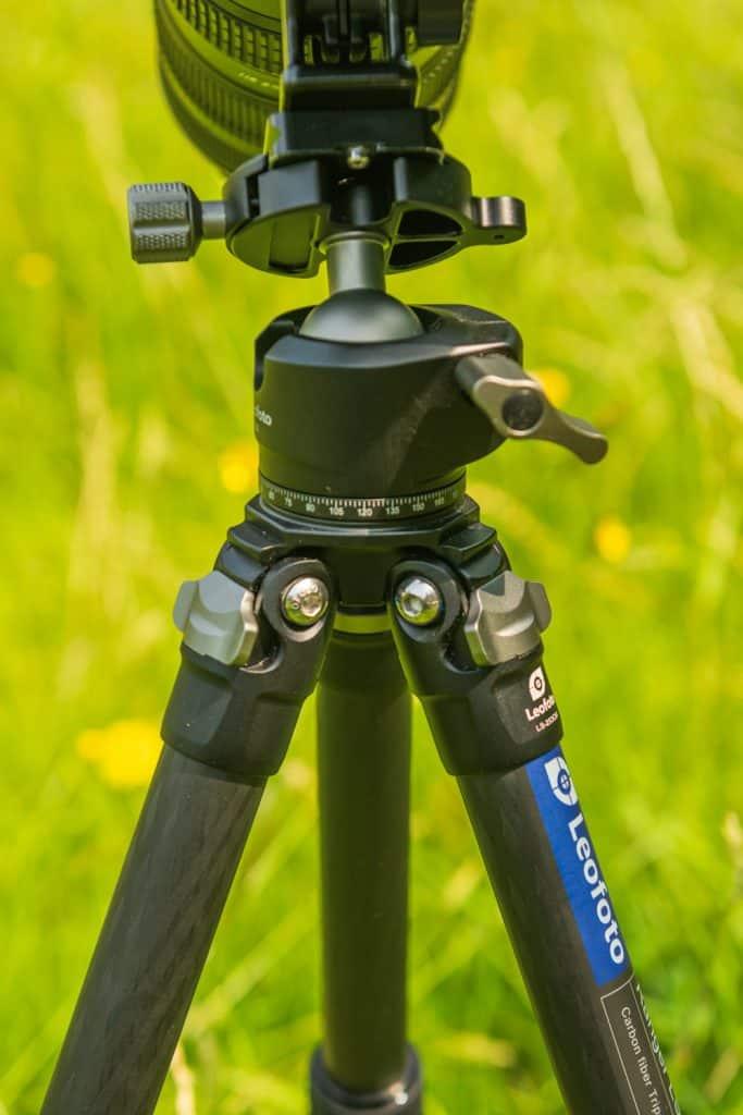 De Leofoto LH-30 statiefkop kan zware objectieven onder elke hoek aan